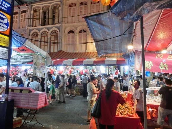 路地には旧正月グッズを売る店がいっぱい|旧正月のシンガポール・チャイナタン