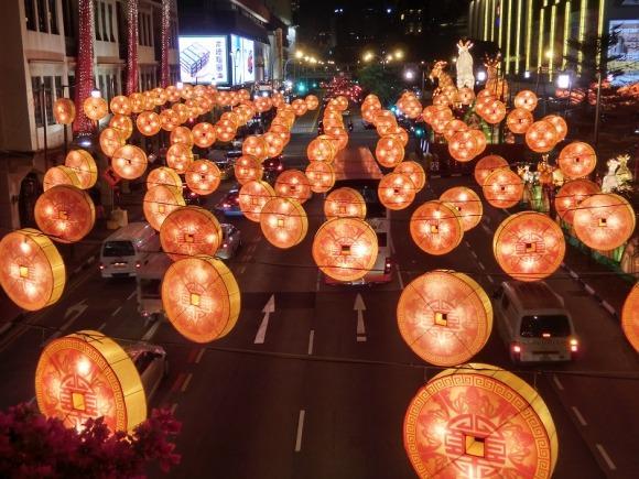 空に浮かぶお金|旧正月のシンガポール・チャイナタン