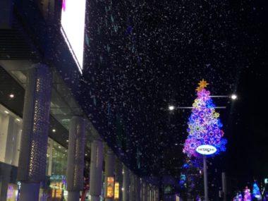 オーチャードロード クリスマスライトアップ 泡でできた雪で冬を演出